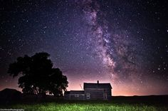 The Milky Way is home to over 200 billion stars and 50 billion planets. our galaxy is gorgeous. look at this beautiful starry night Galaxy Photos, Galaxy Pictures, Cosmos, Types Of Renewable Energy, Milky Way, Night Skies, Beautiful Places, Beautiful Sky, Beautiful Lights