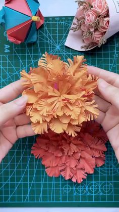 Cool Paper Crafts, Paper Flowers Craft, Paper Crafts Origami, Flower Crafts, Origami Flowers, Paper Flower Art, Diy Crafts Hacks, Diy Crafts For Gifts, Diy Crafts Videos