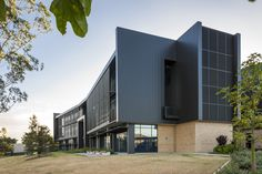 AUSTRALIAN CATHOLIC UNIVERSITY INTERLOCKING CASSETTE PANELS ALUMINIUM Catholic University, Learn Art, Cladding, Mansions, House Styles, Outdoor Decor, Projects, Home, Design