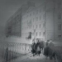 Alexey Titarenko - Sennoy Bridge, 1994  Série Black and White Magic of St. Petersburg