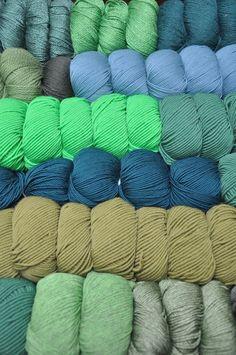 Ever-Green 💚 #grün #green #vert Shops, Bunt, Throw Pillows, Colour, Happy, Threading, Breien, Color, Tents