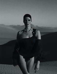 Пустыня  какие купальники выбрать в этом сезоне   Vogue Ukraine a9615350815