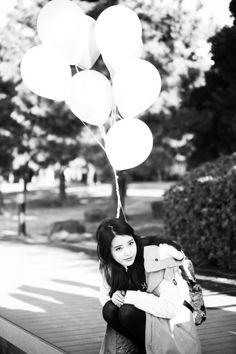 it's a beautiful day Korean Star, Korean Girl, Asian Girl, Korean Beauty, Asian Beauty, Black And White Wallpaper, Black White, Pretty People, Beautiful People