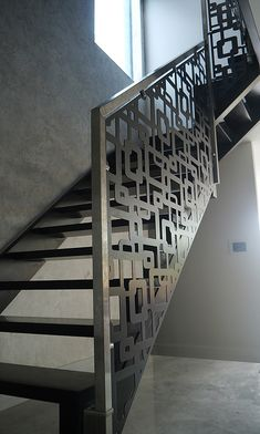 Laser cut balustrade infill – London – Links design by Miles and Lincoln.mi… Laser cut balustrade infill – London – Links design by Miles and Lincoln. Modern Stair Railing, Stair Railing Design, Metal Stairs, Stair Handrail, Staircase Railings, Modern Stairs, Staircases, Balustrade Design, Hand Railing