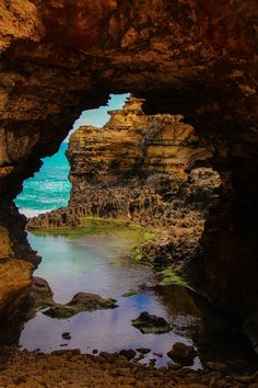 The Grotto, along the Great Ocean Road in Australia