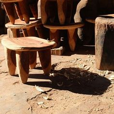 Yesterday, we visited master wood carver, Abou, at his workshop during the golden hour. Freshly sculpted Senufo stools! ✨  #fiveandsixtextilesontheroad