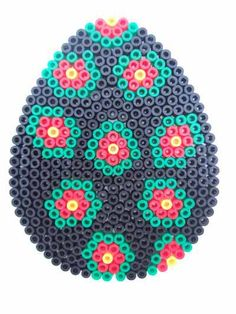Easter Egg - Osterei - Hama perlen http://www.creactivites.com/234-plaques-perles-a-repasser-midi-hama
