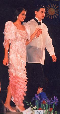 Men wear a shirt known as a barong. Women wear a dress known as a mestiza. These kinds of Filipino traditional clothing are usually worn for weddings and special occasions, compared to the Islam traditional clothing which is worn on a daily basis.