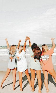 Spend as much time with the Girl Gang as possible Cute Beach Pictures, Cute Friend Pictures, Best Friend Pictures, Summer Pictures, Bff Pics, Beach Pics, Shotting Photo, Best Friend Photography, Friend Poses
