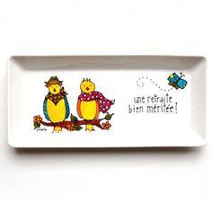 Assiette décorative • Une retraite bien méritée ! (oiseaux) Peinte à la main par l'artiste Isabelle Malo du Québec, Canada Mural Painting, Toy Chest, Folk Art, Creations, Diy, Ballet, Crafty, Mugs, Illustration