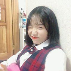 Just Girl Things, Korean Singer, Kpop Girls, Yuri, Ulzzang, Cool Girl, Creative, Pretty, Icons