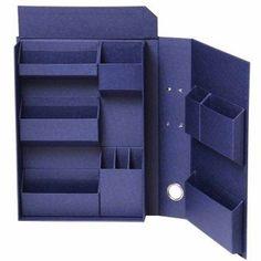 「ファイルの中に収納する」新発想のファイルボックス。文具、裁縫、コスメなど、細々としたものを仕分けして本棚に。物が多くて整理・分類が苦手な方にもおすすめです。 Diy Cardboard Furniture, Cardboard Crafts, Cardboard Boxes, Barbie Furniture, Paper Crafts Origami, Oragami, Diy Gift Box, Desk Organization, Storage Boxes