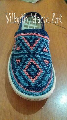 Freeform Crochet, Tapestry Crochet, Crochet Slipper Pattern, Crochet Patterns, Shoe Makeover, Decorating Flip Flops, Macrame Purse, Spring Boots, Crochet Sandals