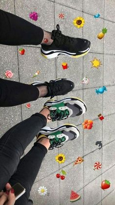 Secrets Of Sneaker Shopping – Sneakers UK Store Cute Couple Pictures, Bff Pictures, Love Photos, Drawing Couple Poses, Couple Posing, Bff Girls, Fake Girls, Creative Instagram Stories, Instagram Story Ideas