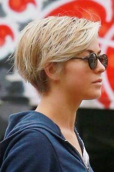 Kurze Frisuren Damen 2018 mit Brille Short hairstyles women 2018 with glasses hairstyles 2020 Medium Length Hairstyles, Short Hairstyles For Women, Celebrity Hairstyles, Curled Hairstyles, Easy Hairstyles, Hairstyles Videos, Beautiful Hairstyles, Celebrity Pixie Cut, Short Hair Cuts
