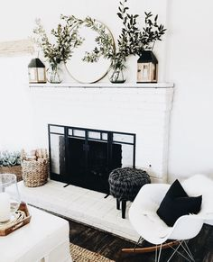 When you live in a city with four seasons, surely you need a fireplace in your home. Fireplace now is not only about warming your home, but also about home decoration. In holiday, decorating the firep Home Living Room, Living Room Decor, Living Area, Living Room Mantle, Fixer Upper Living Room, Cozy Living, Apartment Living, Bedroom Decor, Sweet Home