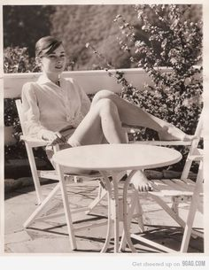 Audrey Hepburn Beautiful World : Rare Photos of Celebrities Photos)