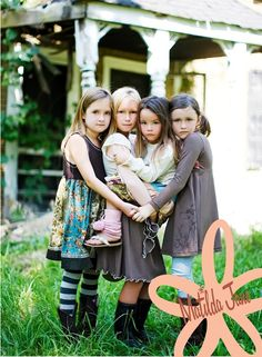 photography pose ideas for four sibilings | Photography / Lovely pose for siblings