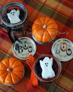 My surplus of Halloween PEEPS® have been haunting me. so I decided some Brownie S'mores would be a timely treat~ In addition to these apparitions, you need your favorite brownie mix or … Halloween Peeps, Halloween Brownies, Halloween Drinks, Scary Halloween, Halloween Treats, Halloween Party, Fall Treats, Holiday Treats, Hot Chocolate Gifts