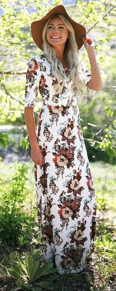 This wonderful maxi dress has a beautiful floral print and is simple shape is flattering and comfortable for everyone and is definitely one of our summer must haves. Fit: Use Woven Size Chart, click h