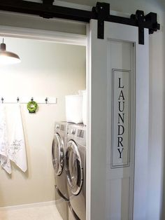 Puerta corredera de tipo granero para el cuarto de lavado