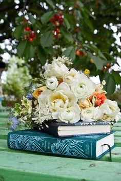 ranunculus bouquet, wildflower bouquet, June wedding bouquet,