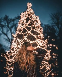 Winter ❄️ winter photo ✨Christmas tree 🌲 holiday 💫could 🌬 Christmas Pictures Outfits, Family Christmas Pictures, Christmas Tumblr, Instagram Christmas, Christmas Photography, Winter Photography, Girl Photography, Levitation Photography, Exposure Photography