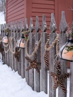 Heavy-duty rope with lanterns and pine cones in the shape of a star instead of . - Wood Design - Heavy-duty rope with lanterns and star-shaped pine cones instead of… - Christmas Porch, Outdoor Christmas Decorations, Country Christmas, Winter Christmas, Christmas Ornaments, Pine Cone Decorations, Christmas Garden, Beach Christmas Trees, Christmas Pine Cones