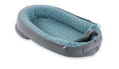 """""""Home"""" das Nest das atmet im Design """"Tropfen ozeanblau"""". Eine hochwertige Matratze ist die ideale Schlafunterlage zum Schutz der Wirbelsäule. Es ist besonders luftdurchlässig und dein Baby schwitzt dadurch weniger. Egal ob im Gitterbett, Elternbett, Sofa,... - das Produkt ist vielseitig einsetzbar. Selbstverständlich ist es vergrößerbar und verkleinerbar. #nest #träumeland #baby #geborgenheit Slippers, Shoes, 3d, Products, Kids Wagon, Cuddling, Blue, Beds, Zapatos"""