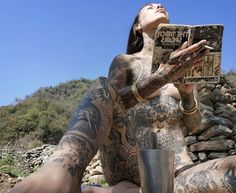Tattoed Women, Tattoed Girls, Inked Girls, Hot Tattoos, Body Art Tattoos, Girl Tattoos, Female Tattoos, Hot Tattoo Girls, Arm Tattoos For Guys