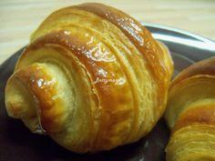 Kovászos Croissant hosszú érleléssel   Betty hobbi konyhája Croissant, Bread, Food, Brot, Essen, Crescent Roll, Baking, Meals, Breads
