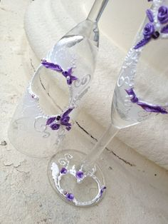 Mano dipinta di bicchieri di champagne nozze di PureBeautyArt