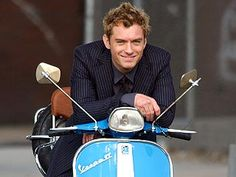just on my way to pick up my beau for a twin scooter date (a girl can dream, can't she? Vespa Gt, Vespa Scooters, Kick Scooter, Scooter Girl, Jude Law, Quad, Lambretta, Classic Vespa, Film Books