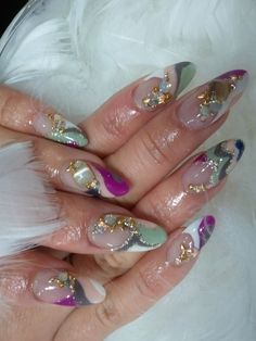 Beautiful Pointed Nail Design...really pretty.