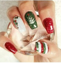 Top 100 Popular Ideas of Christmas Nails Designs To Try in 2019 A fun and social women's lifestyle destination dedicated to style, entertainment, love, and living beautifully. Xmas Nail Art, Cute Christmas Nails, Holiday Nail Art, Xmas Nails, Glitter Nail Art, Green Christmas, Holiday Mood, Fancy Nails, Cute Nails