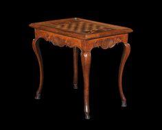 Table à jeux à plusieurs fonctions  Epoque Régence  H. 70 cm ; L. 82 cm ; P. 60 cm