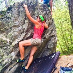 Jour de bloc dans les Ecrins!  #grimpe #escalade #climbing #climbing_picture_of_instagram #climbergirl #bloc #bouldring #ailefroide #ecrins #rockclimbing #outdoorsport #outdoorwomen #outdoor @myhautesalpes  #myhautesalpes