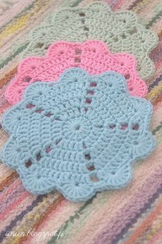 Watch The Video Splendid Crochet a Puff Flower Ideas. Wonderful Crochet a Puff Flower Ideas. Crochet Potholder Patterns, Crochet Coaster Pattern, Crochet Placemats, Crochet Flower Patterns, Crochet Motif, Crochet Designs, Crochet Flowers, Crochet Stitches, Love Crochet