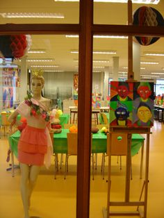 art classroom pop art project -Love the openness of this space.