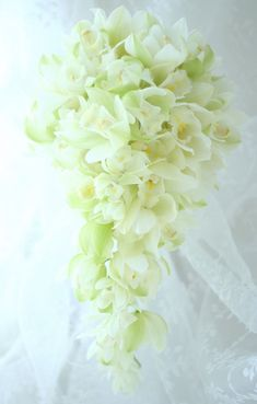 ブーケ キャスケード シンビジューム : 一会 ウエディングの花 Wedding Flower Arrangements, Wedding Flowers, Spring Wedding Bouquets, Bouqets, Cascade Bouquet, Floral Bouquets, Wedding Bouquets, Flower Arrangements, Dressings