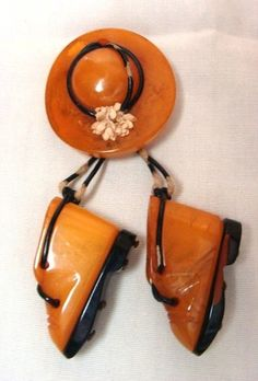 Vintage butterscotch Bakelite hat and shoes brooch - cute!