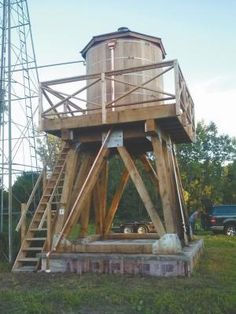 He Brings Wooden Water Towers Back To Life Tank Stand, Water Storage Tanks, Westerns, Farm Projects, Tank Design, Western Red Cedar, Water Tower, Water Systems, Alternative Energy