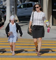 Jennifer Garner takes her daughter Seraphina to lunch after school on September 22, 2016