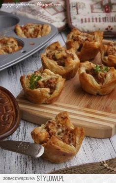 :) Babeczki z ciasta francuskiego z farszem z mięsa mie… na Stylowi.pl