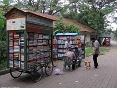Mobile library, Dhaka (Bangladesh) There will always be books. Mini Library, Little Library, Free Library, Library Books, Library Cart, Library Humor, Tante Emma Laden, Mobile Library, Beautiful Library
