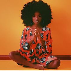Big Afro hairstyles are basically the bigger and greater version of the Afro hairstyles. Afro which is sometimes shortened as 'FRO, is a hairstyle worn naturally outward by The African American black people. Pelo Natural, Natural Hair Care, Natural Hair Styles, Natural Beauty, Natural Fashion, Style Afro, Collateral Beauty, Pelo Afro, Foto Casual