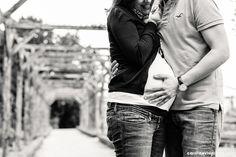 Fin Avril 2011, je retrouvais AURÉLIE + LIONEL à Paris pour leur séance engagement. L'aventure MARIAGE était lancée ! Fin Avril 2013, c'est pour une séance grossesse que je les ai rejoints sur la Capitale. Désormais, c'est l'aventure FAMILLE qui commence et je ne pouvais pas être plus heureuse pour eux :) Ils n'ont pas …