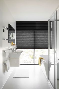 Dupligordijn van bece® voor in de badkamer #dupligordijn #honeycombblind…