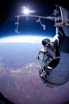 Felix Baumgartner jumped from 24 miles up. Insane! Space Jump