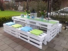 Painted Pallet Picnic-Style Bench Seating for Back Yard - The added pastel colored seat cushions & table-top decor makes a pretty, rustic style combo <3